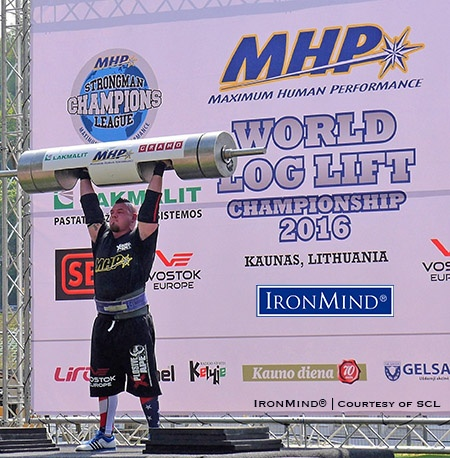 Robert Kearney, co-winner (along with Vidas Blekaitis) of the 2016 SCL Log Lift World Championships, with a top lift of 202.5 kg. IronMind® | Photo courtesy of SCL