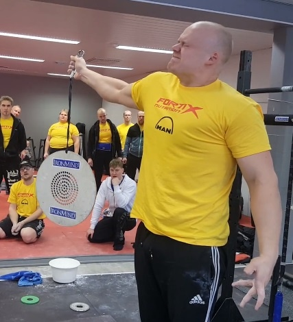Jesse Pynnönen shattered the world record for the CoC Silver Bullet using a Captains of Crush No. 4 gripper, with a time of 19.12 seconds at the 2018 WHEA Finnish Grip Championships. IronMind® | Courtesy of WHEA