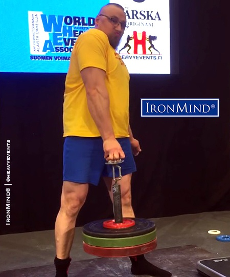 Finnish gripster Harri Tolonen recaptured the world record on the IronMind Hub with this lift of 44.80 kg. IronMind® | ©heavyevents