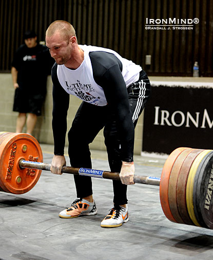Andrew Durniat—shown on the IronMind Apollon's Axle Deadlift—impressed all at last year's grip contest at the LA FitExpo, where he finished second to Mark Felix.  IronMind® | Randall J. Strossen photo.