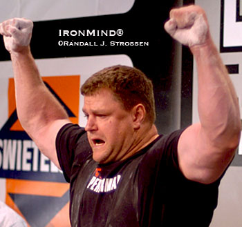 Brad Gillingham gets psyched at the 2007 IPF World Championships, where he pulled a 390-kg deadlift. IronMind® | Randall J. Strossen photo.