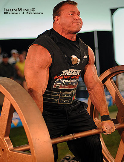Derek Poundstone—whose strongman belt is notched with wins at Giants Live, the Super Series, Fortissimus and the Arnold—will be in London at the Giants Live event, March 19-20.  IronMind® | Randall J. Strossen photo.