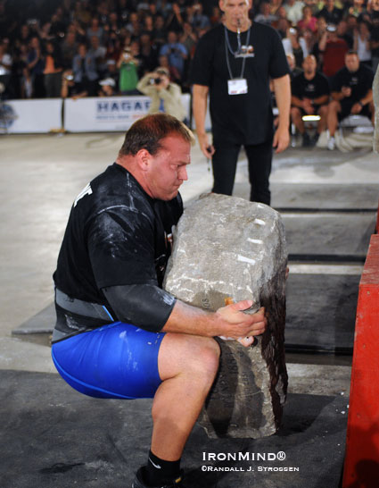 2009 Arnold strongman winner Derek Poundstone tackles the final stone at Fortissimus 2009.  IronMind® | Randall J. Strossen photo.