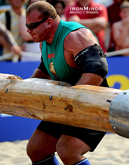 Derek Poundstone came into the World's Strongest Man 2010 beat up, but he decided that rather than sit out a contest he was unlikely to win, he'd persevere and give it his best shot—just as he always does.  IronMind® | Randall J. Strossen photo.