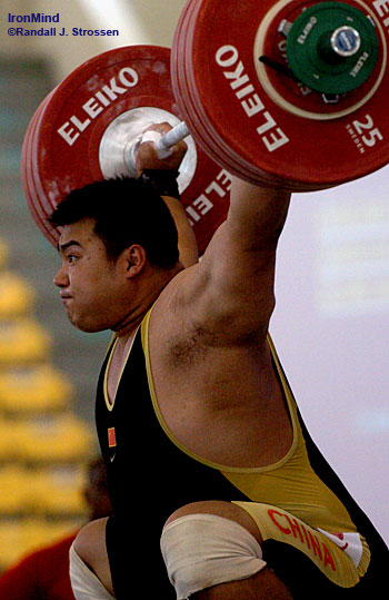Dong Feng nailed this 192-kg snatch at the 2006 World Weightlifting Championships; he tried 198 kg on his third attempt, but missed it. IronMind® | Randall J. Strossen, Ph.D. photo.