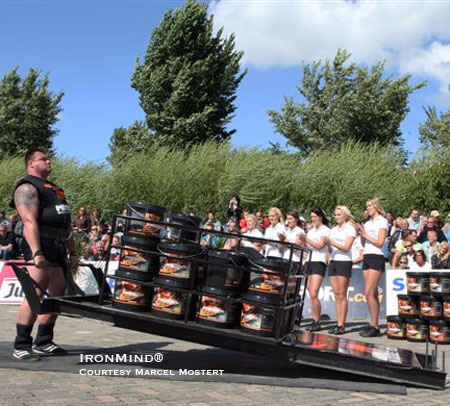 Jarno Hams holds on to his claim as the Dutch Strongest Man. IronMind® | Photo courtesy of Marcel Mostert.