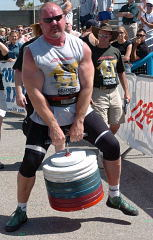 Odd Haugen shows why it's called the duck walk at the 2004 Battle of Muscle Beach (Venice, California). IronMind® | Randall J. Strossen, Ph.D. photo.