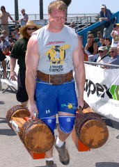 Phil Pfister pounds the pavement with a couple of heavy ones at the 2004 Battle of Muscle Beach (Venice, California). IronMind® | Randall J. Strossen, Ph.D. photo.